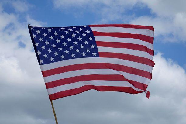 """""""USA on paska, Suomi on hyvä"""" on mielipide, joka myy. Siis Suomessa. Ei missään muualla, Tuomas Enbuske kirjoittaa."""