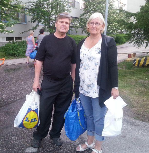 Jyrki ja Marianne ymmärsivät nopeasti, että heidän asuntonsa yläpuolella palaa.