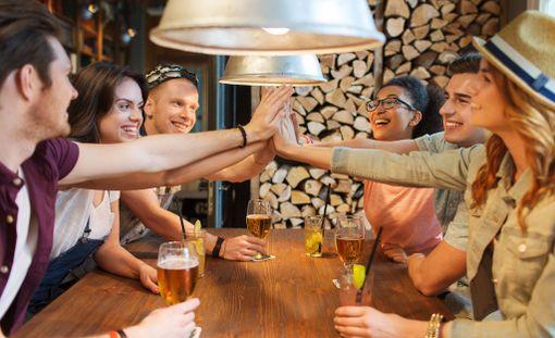 Alkoholin kohtuukäyttö voi tuoda yhteenkuuluvaisuuden tunnetta.