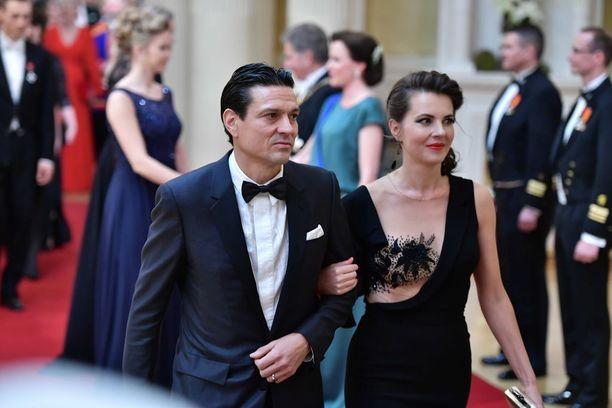 Ly Jürgensonin puku oli Linnan tyyleistä lähimpänä Hollywoodissa suosittua nakumekkoa. Ihonvärinen mesh-osa näytti kuin paljaalta iholta.