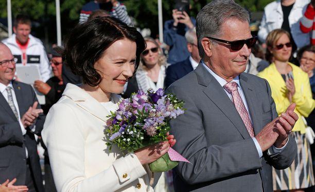 Jenni Haukio ja Sauli Niinistö viettävät kesää Kultarannassa.