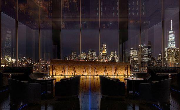 Hotellin yläkerran baarista on komeat näkymät Manhattanille.