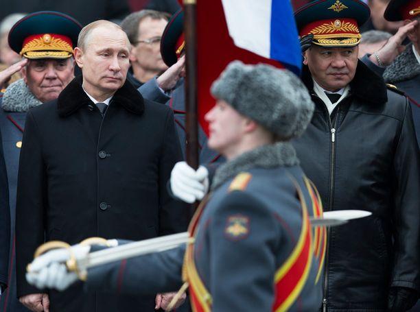 Venäjän presidentti Vladimir Putin vastaanotti paraatin Moskovassa maanantaina.