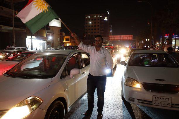 Maanantai-iltana Irakin Kurdistanin pääkaupungissa Erbilissa kannatettiin irtaantumista Irakista.