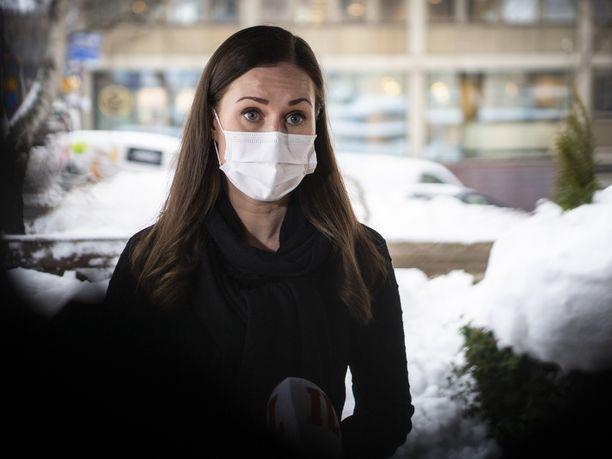 Pääministeri Sanna Marin (sd) pitää edelleen valmiuslain hallituksen keinovalikoimassa koronavirusepidemian taltuttamiseksi.