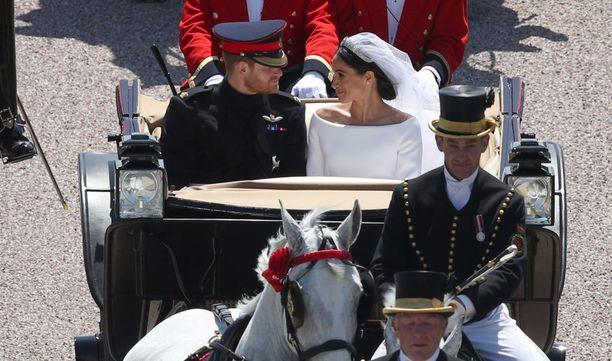 Prinssi Harry käytti kyseistä korua myös hääpäivänään.