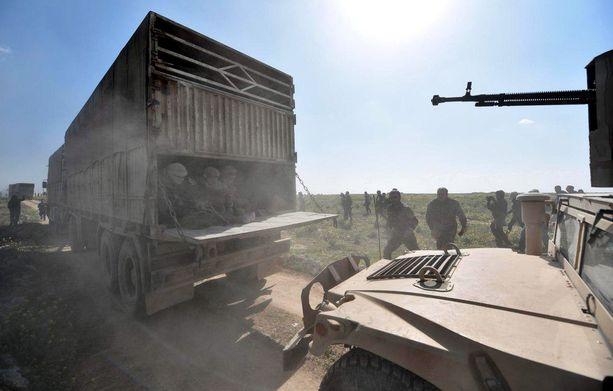 Kuorma-auto kuljetti viime viikolla miehiä ulos Baghuzin kaupungista, Isisin viimeisestä linnakkeesta.