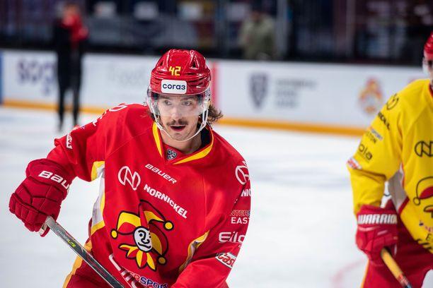 Hannes Björnisen viikset alkavat olla tutut jo KHL-maailmassakin. Aloitusspesialisti pelaa hyvää alkukautta.