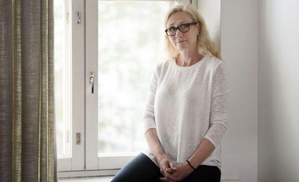 Haastehakemuksen mukaan Auer on menettänyt negatiivisen julkisuuden ja vapaudenmenetyksen vuoksi ansiotuloja 400 000 euroa.