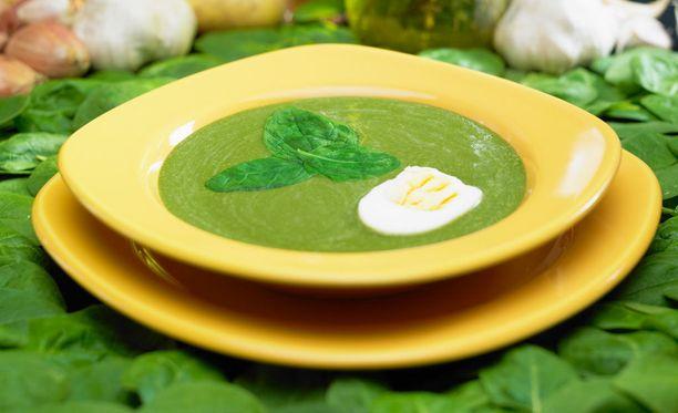 Pinaattikeitto käy hyvin verenohennuslääkkeitäkin syövälle henkilölle, kunhan hän syö vihreitä vihanneksia muutenkin.