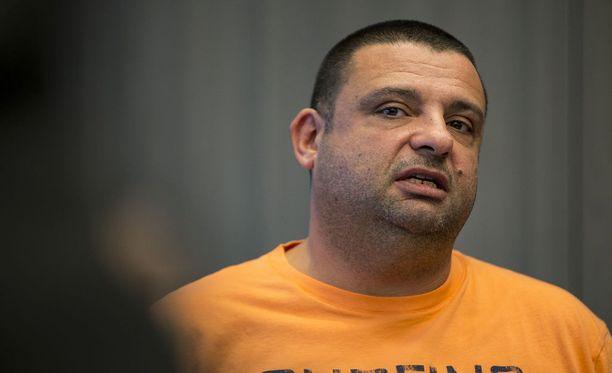 Hassan Zubier ilmoitti vääriä tietoja menettämistään ansiotuloista. Hän ei työskennellyt väittämänään aikana ensihoitajana.