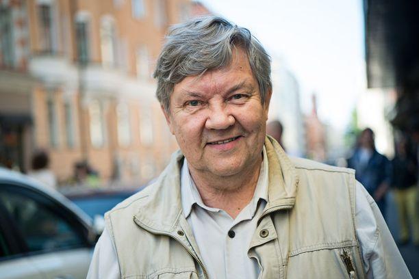 Juha Muje näyttelee edelleen, vaikka pääsi eläkkeelle 2013.