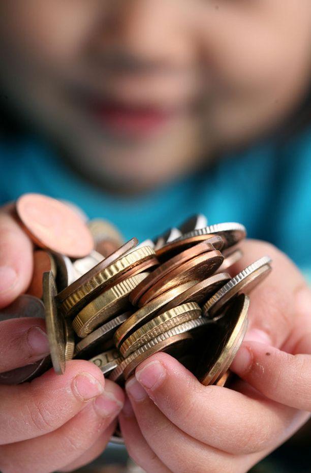 Suurin osa lasten omista rahoista käytetään herkkuihin ja leluihin