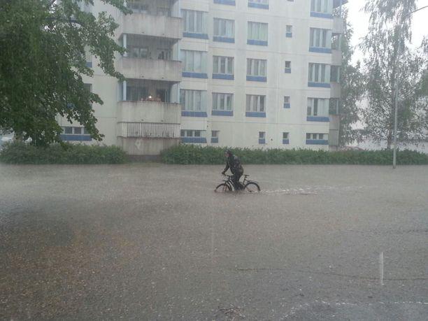 Jyväskylässä satoi rankasti kesällä 2014. Kaupunki on tänäänkin vaaravyöhykkeellä.