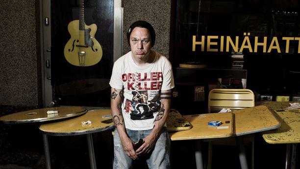 Pää kii -yhtye on julkaissut kaksi albumia. Tällä hetkellä heillä ei ole voimassa olevaa levytyssopimusta Stupidon kanssa. Yhtyeen keulakuva Teemu Bergman on joutunut epäilyttävän kohun kohteeksi.