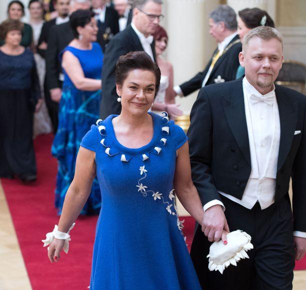 Kansanedustaja Hannakaisa Heikkinen (kesk) aikoo tänä vuonna jättää Linnan juhlat väliin Jenni Haukion eläinsuojelupuheiden takia. Kuva toissa vuoden juhlista.
