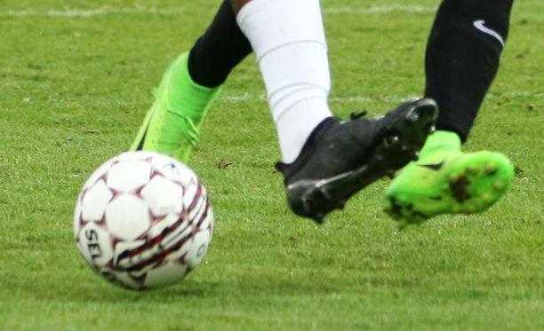Jalkapalloa pelataan erilaisissa ja vaihtelevissa olosuhteissa.