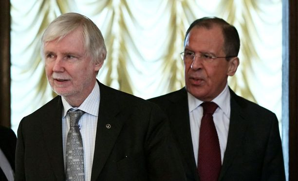 Ulkoministerit eivät ottaneet kantaa Putin-kohuun Moskovassa.