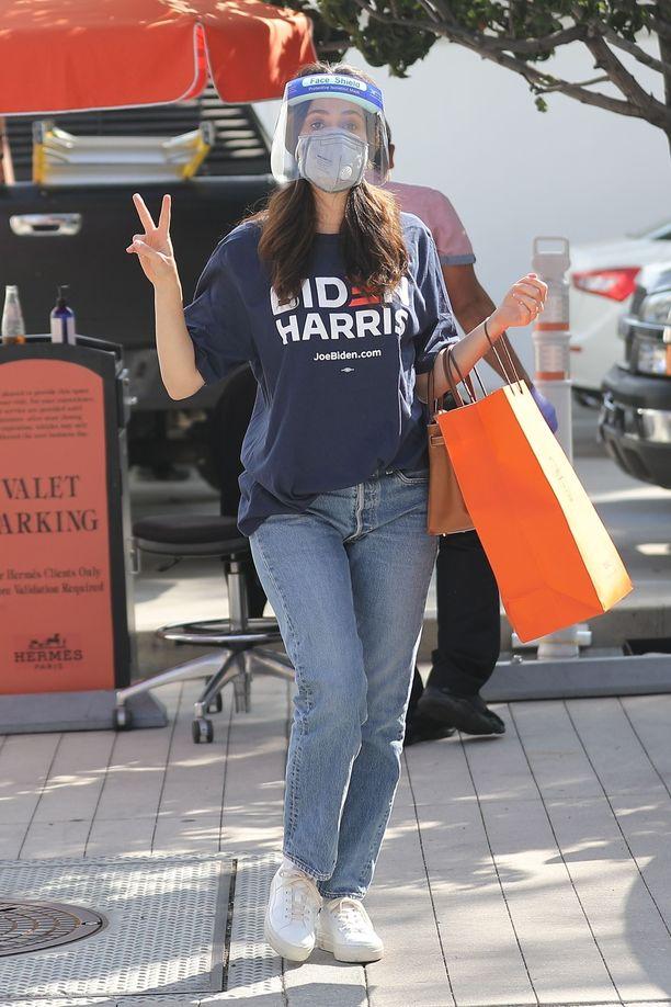 Näyttelijä Emmy Rossum kannatta Joe Bideniä ja Kamala Harrisia.