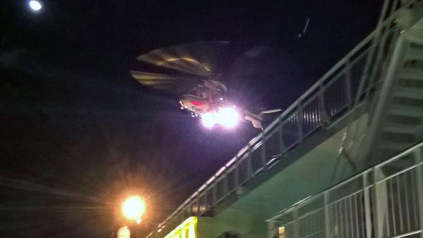 Matkustaja noudettiin yöllä helikopterilla Maarianhaminaan matkanneelta risteilyalukselta.