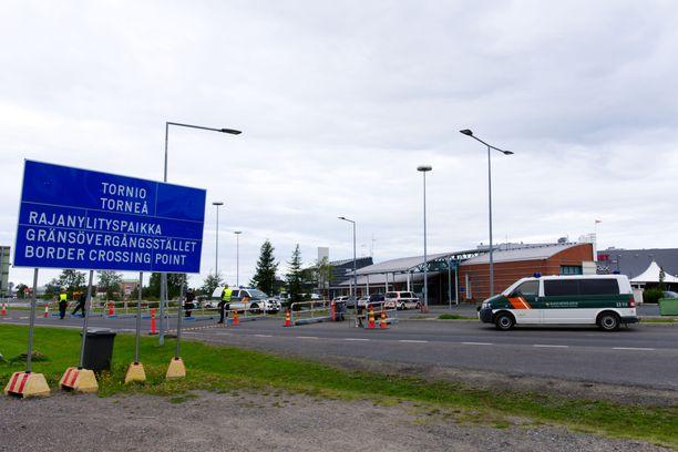 Rajat esimerkiksi naapurimaihin Viroon ja Ruotsiin pitäisi pitää auki ainakin niin pitkään, että voidaan oikeasti osoittaa matkailun huonontavan merkittävästi tautitilannetta Suomessa.