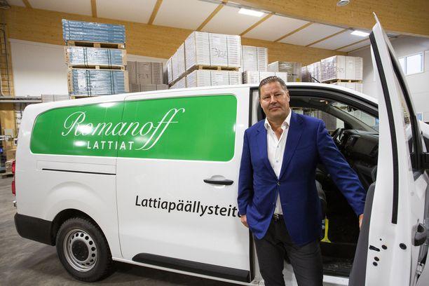 Tommi Romanoffin johtama Romanoff Lattiat käyttää kuljetuksissaan Opel Vivaro -pakettiautoja, joihin tankataan uusiutuvaa dieseliä.