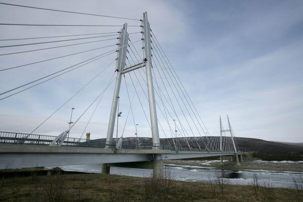 Tenojoen ylittävä Saamen silta yhdistää Suomen Utsjoen ja Norjan Tenon.