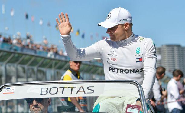 Valtteri Bottas valitsi yhden sarjan enemmän pehmeitä renkaita kuin tallikaverinsa Lewis Hamilton.