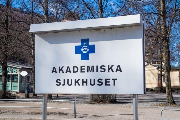 Koronapotilaita hoidetaan Uppsalan yliopistollisessa sairaalassa, Sairaalan ulkopuolelle on pystytetty teltta koronapotilaiden vastaanottoa varten.