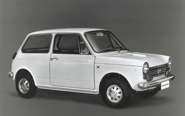 Honda N600 vuodelta 1967. Muistaako joku vielä tämän? Ovatko EV:n muotoilijat vakoilleet tätä autoa?