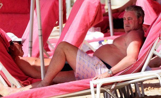 Steve Bruce kävi polttamassa itsensä Barbadoksella maaottelutauon aikana.