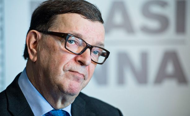 Paavo Väyrynen (kesk) uskoo, että vallankumous tulee myös Suomeen.