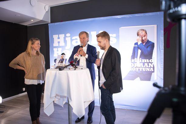"""Liike Nyt tunnetaan Harry """"Hjallis"""" Harkimon puolueena. Puolueen sivuston mukaan puolueen ehdokkailla ei saa olla rikosrekisteriä."""