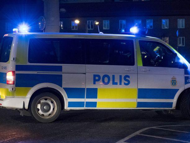 Ruotsin poliisi tutkii myöhään tiistai-iltana malmöläisessä ostoskeskuksessa sattunutta räjähdystä. Kuvituskuva.