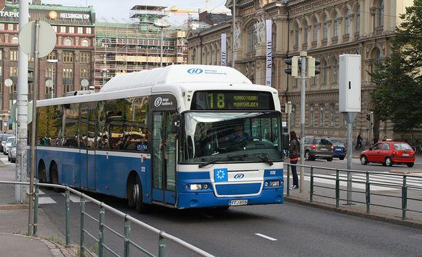 Helsingin kaupungin busseista saa vielä toistaiseksi ostettua lippuja.