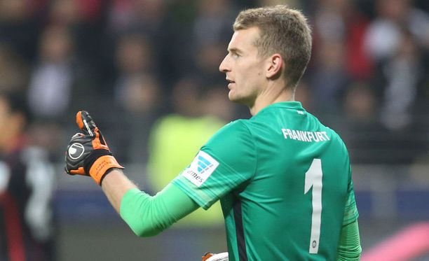 Suomen jalkapallomaajoukkueen luottovahti Lukas Hradecky oli tänään huippuiskussa Darmstadtia vastaan.