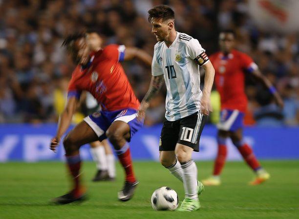 Lionel Messi on yksi vedonlyöjien suosikeista voittamaan MM-kisojen maalikuninkuuden. Kisat alkavat torstaina.