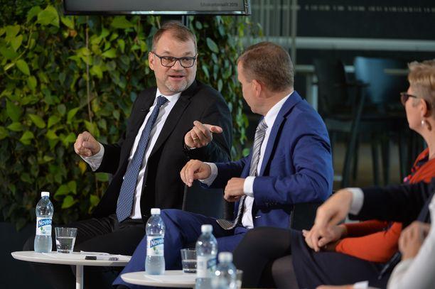 Pääministeri Juha Sipilä puolusti ajatustaan tarjota kotinsa turvapaikanhakijoiden käyttöön.
