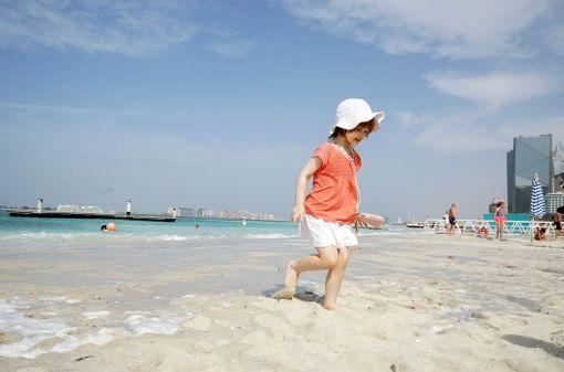 Moni suomalainen matkustaa Dubaihin auringon ja lämmön perässä.