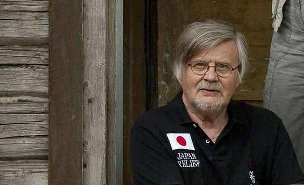 Kai Linnilä asui ja työskenteli Somerniemellä yhdessä vaimonsa, kirjailija Kaari Utrion kanssa.