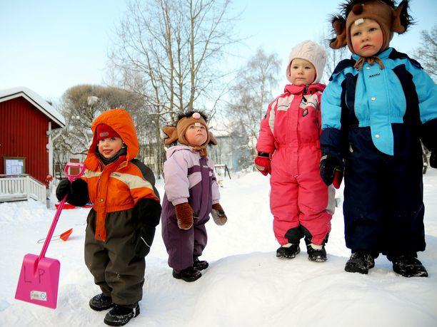 Lapsia helsinkiläisen päiväkodin pihalla vuonna 2010 - kuvan lapset eivät siis liity Ankkalammen, Esperi Caren tai kokoomuksen toimintaan.