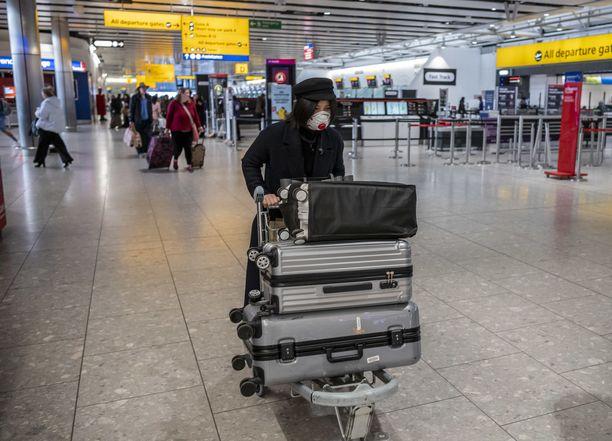 Koronavirus herättää huolta maailmalla. Kuvituskuva Heathrow'n lentokentältä Lontoosta.