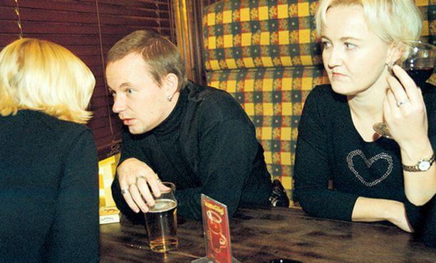Kumppanin flirttailuun taipuvaiset kollegat hermostuttavat sekä miehiä että naisia.