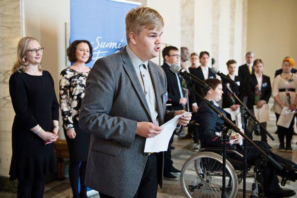 Rasmus Keinänen Kuopion Lyseon lukiosta piti kiitospuheen.