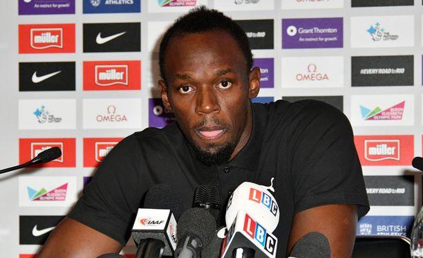 Usain Bolt piti lehdistötilaisuuden torstaina.