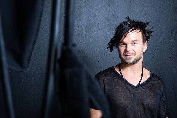 Lauri Ylönen on viihtynyt Havaijilla perheensä kanssa. Musiikkia on syntynyt korona-aikanakin.