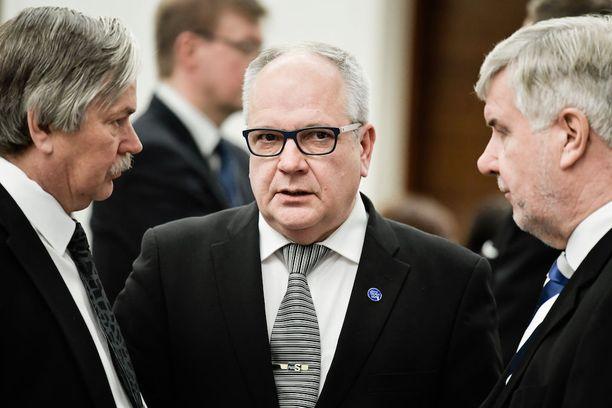 Kaj Turusen mukaan Jyväskylässä ratkaistaan, jatkaako perussuomalaiset hallituksessa ja se, jakaantuuko puolue.