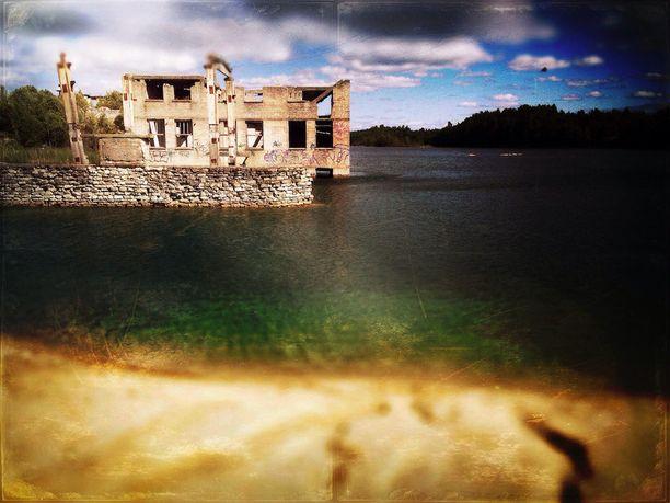 Hurja näky - ja suosittu uimaranta. Myös sukeltajat rakastavat Rummun raunioita.
