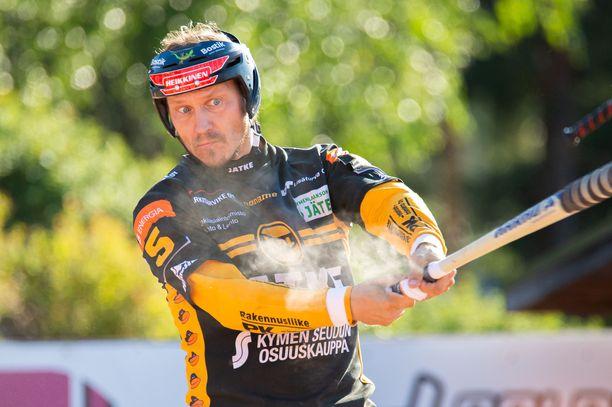 Toni Kohonen jatkaa uraansa ja pelaa myös ensi kaudella Kouvolan Pallonlyöjien riveissä.