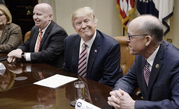 Trumpin kieltoa on kritisoitu laajasti syrjivänä.